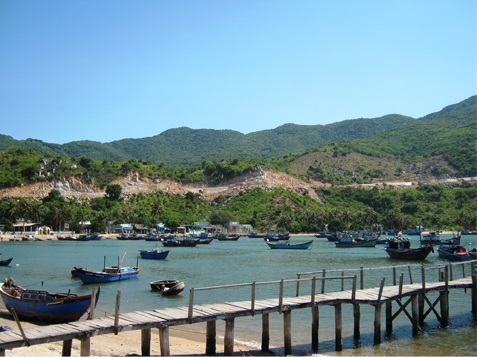 Visiting the charming Vinh Hy Bay