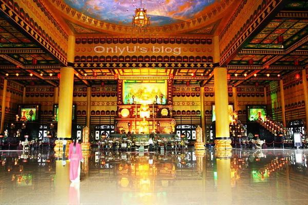 Visiting Dai Nam Van Hien Wonderland