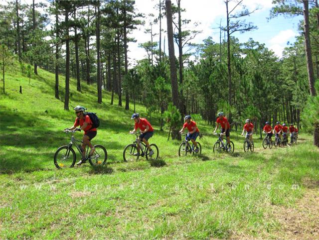 biking tour in vietnam