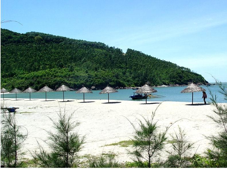 Visiting My Khe Beach in Da Nang city