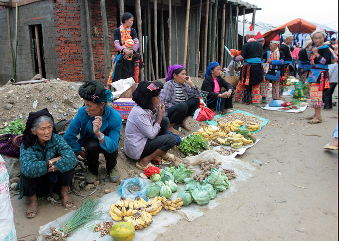 Go to Sung Market in the 12 levels of mountains