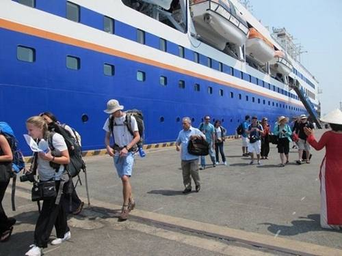 Reducing visa fee for cruise ship passengers from $45 to $5 per pax, Reducing visa fee